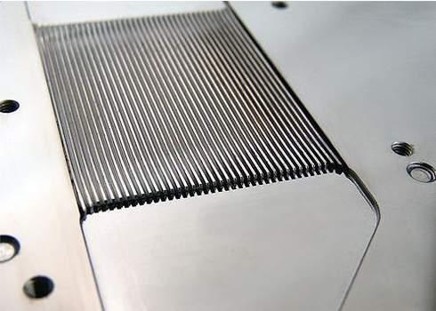 В Koolance VID-AR697 используются микроканалы