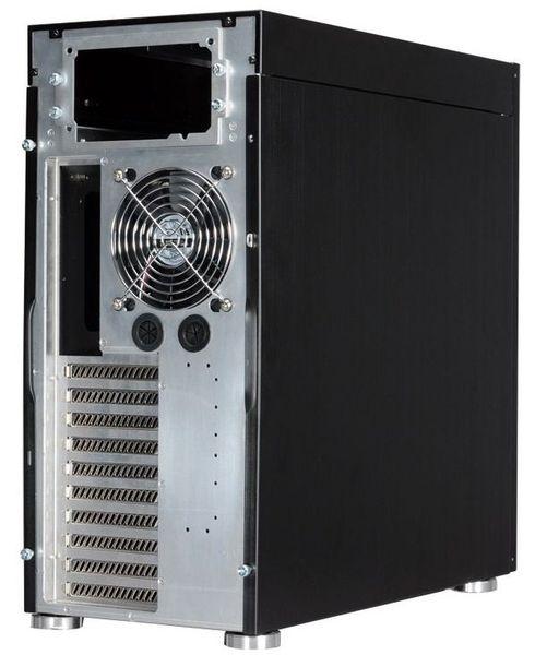 Задняя стенка Lian Li PC-90 включает отверстия для подвода шлангов СВО