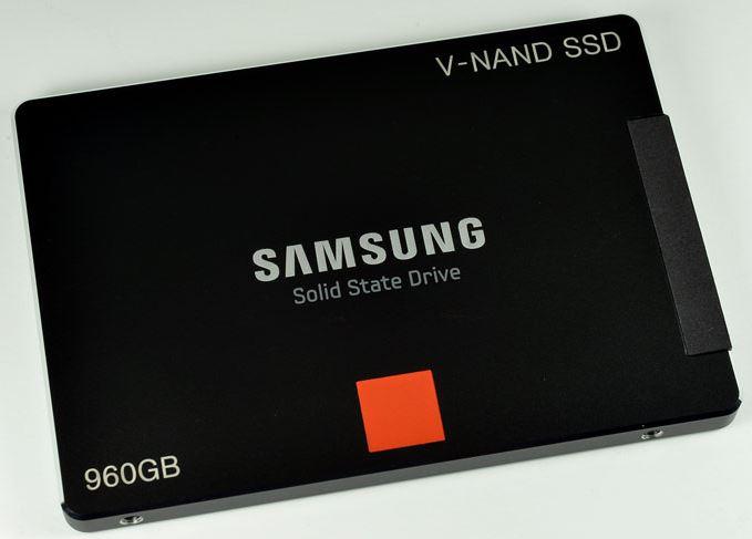 Samsung представили SSD на базе чипов памяти 3D V-NAND