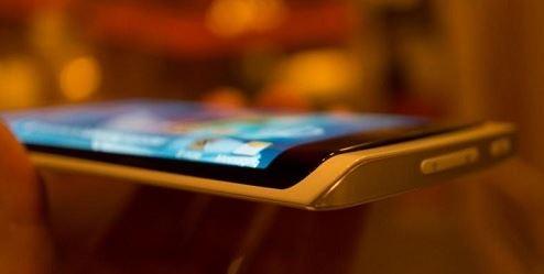 В следующем году компания Samsung собирается представить уникальный смартфон
