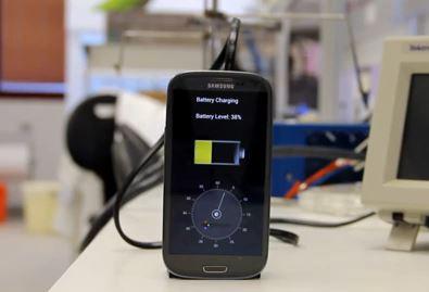 Прототип смартфона заряжается за пол-минуты