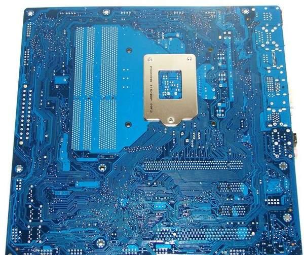 Материнская плата Intel DH67BL - обратная сторона
