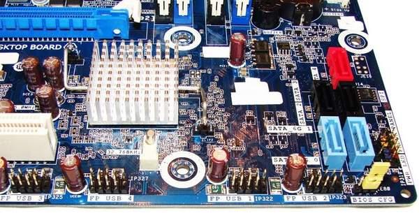 Колодки для подключения дополнительных портов на материнской плате Intel DH67BL