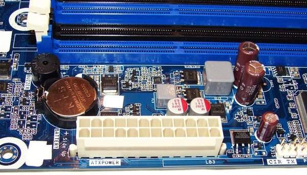 Разъем питания на материнской плате Intel DH67BL