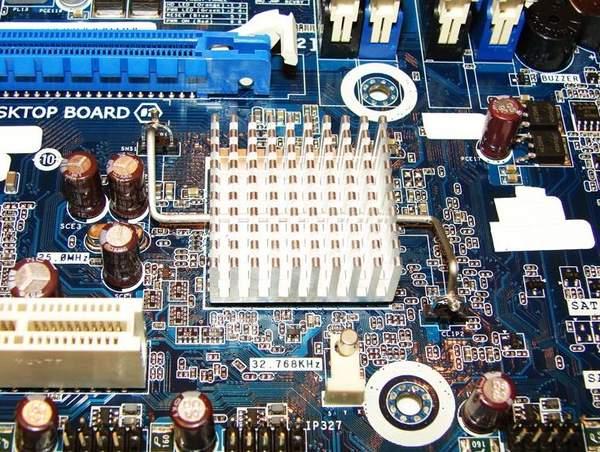 Радиатор чипсета на материнской плате Intel DH67BL