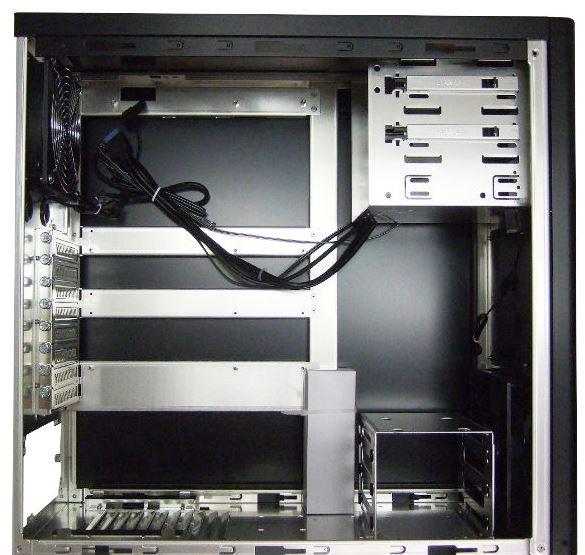 Lian Li PC-9N внутри