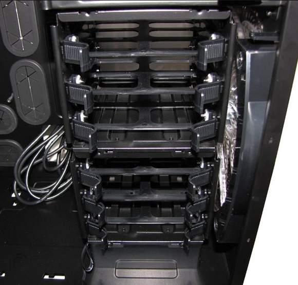 Отсеки для установки жестких дисков в 600T