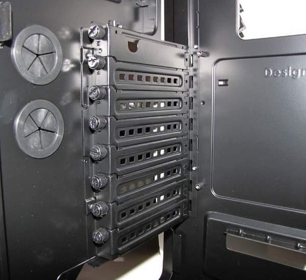 Corsair 600T позволяет устанавливать 8 карт расширения