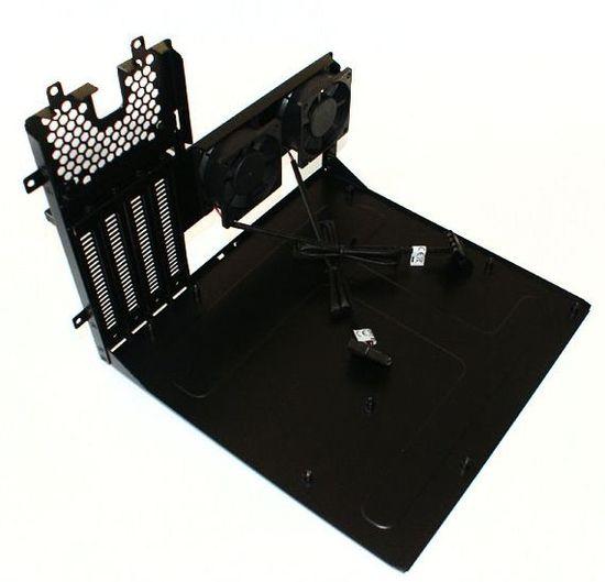 Для установки материнской платы в Armor A30 сделано съемное шасси
