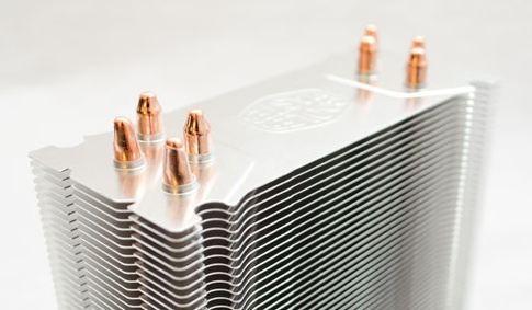 Концы тепловых трубок Hyper 212 Evo аккуратно запаяны