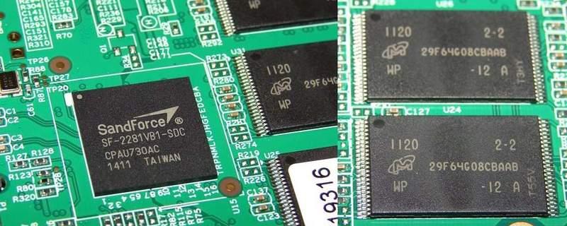 SSD Corsair Force GT работает под управлением SandForce 2281