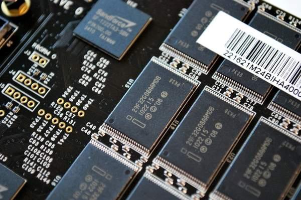 Чипы памяти OCZ RevoDrive X2 100 Гб PCIe