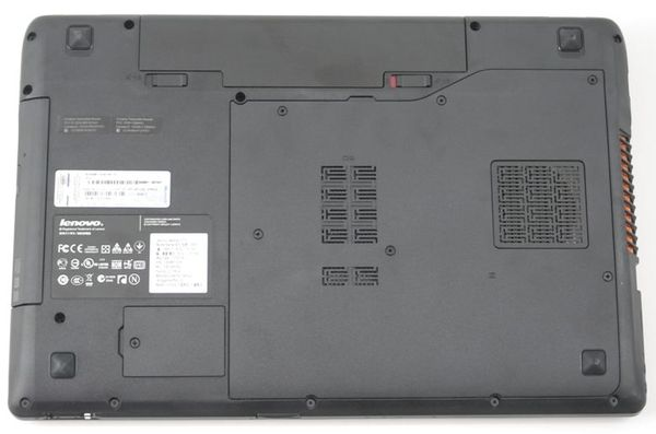Нижняя поверхность Lenovo IdeaPad Y570