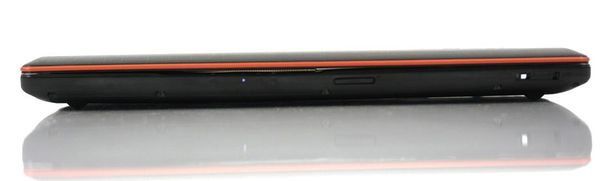Передняя сторона Lenovo IdeaPad Y570