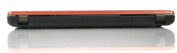 Задняя сторона ноутбука Lenovo IdeaPad Y570