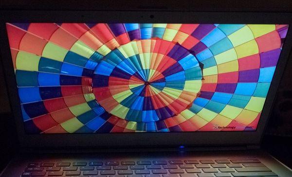 Вертикальный угол ноутбука Acer Aspire S7