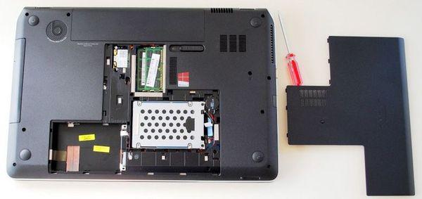 Нижняя сторона ноутбука HP ENVY dv7