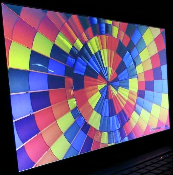 Горизонтальный угол обзора ноутбука HP ENVY dv7