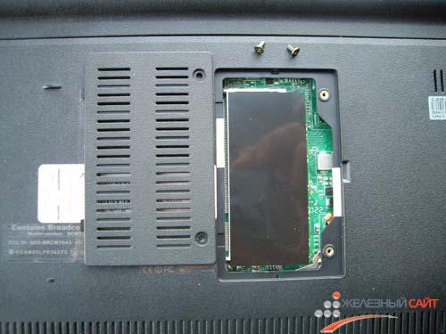 Подобраться к планке памяти на Asus Eee PC 1201T можно открутив два винта в нижней части нетбука
