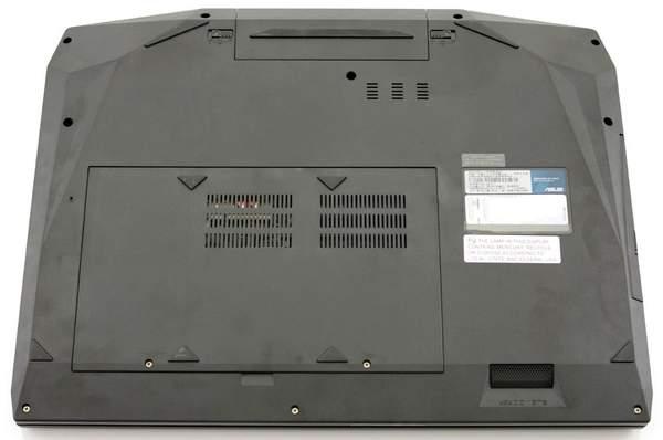 Слоты памяти, винчестеры и беспроводной адаптер в ноутбуке G73JW-A1 находятся под одной крышкой