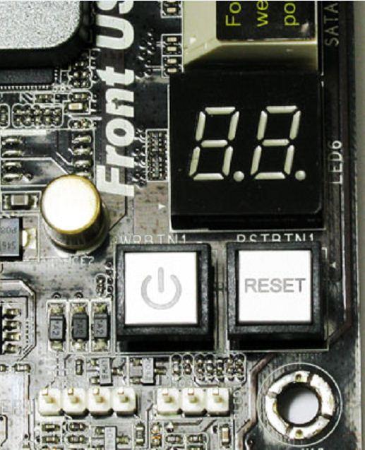 На плату ASRock P67 Extreme6 вынесены кнопки управления