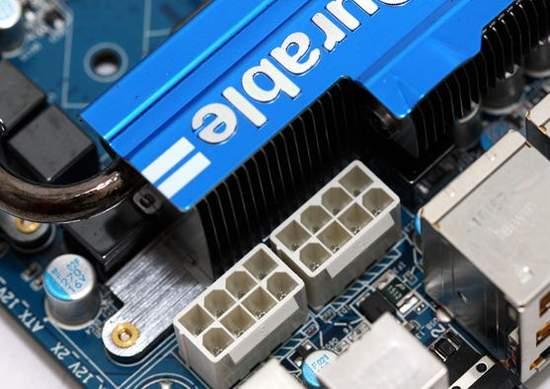 Материнская плата Gigabyte имеет два 8-pin разъема питания процессора