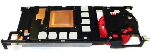 Алюминиевая пластина играет роль каркаса и радиатора