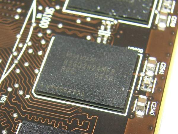 На видеокарте Sapphire HD 6970 установлены чипы памяти Hynix