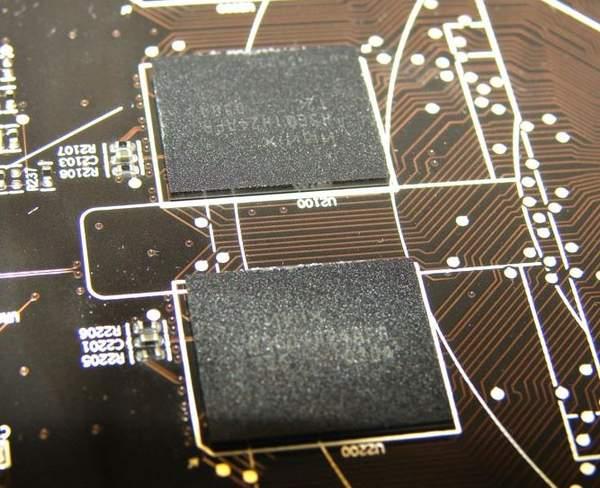 На видеокарте Sapphire HD 6870 установлены чипы памяти Hynix