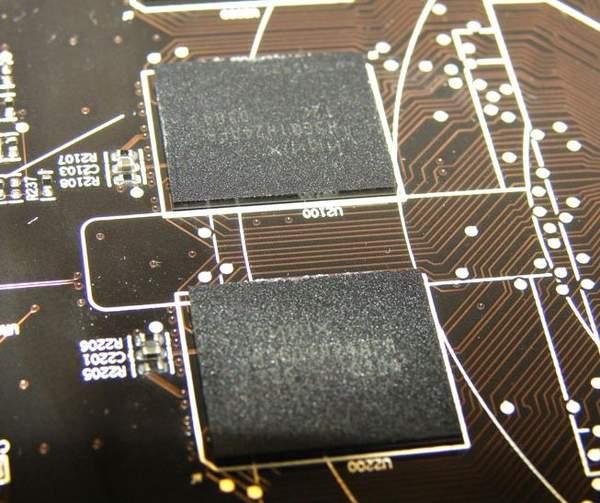 На видеокартах HD 6870 и HD 6850 производства XFX установлена память Hynix
