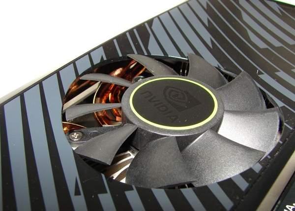 Вентилятор немного выступает над кожухом NVIDIA GTX 560 Ti