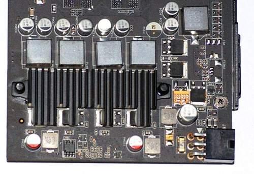 Силовые элементы Asus ENGTS 450 накрыты небольшим радиатором