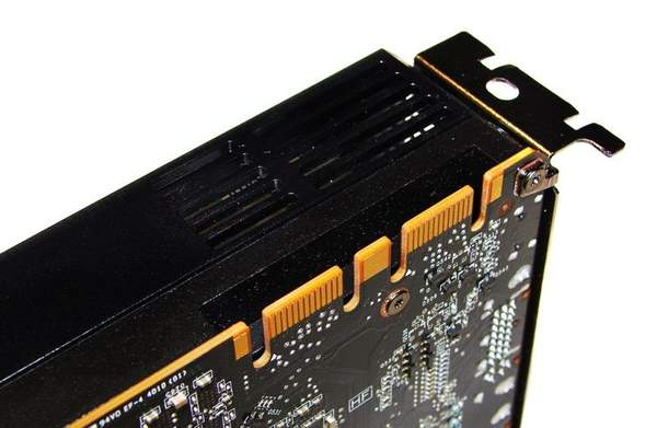 GTX 570 поддерживает объединение в массив более двух видеокарт