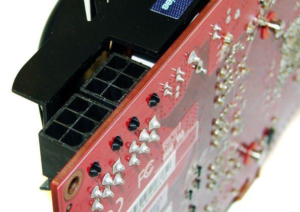 Для подключения дополнительного питания PowerColor HD 6870 PCS+ имеет два 6-pin разъема