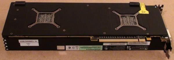 Обратная сторона видеокарты Sapphire Radeon HD 6990 закрыта пластиной