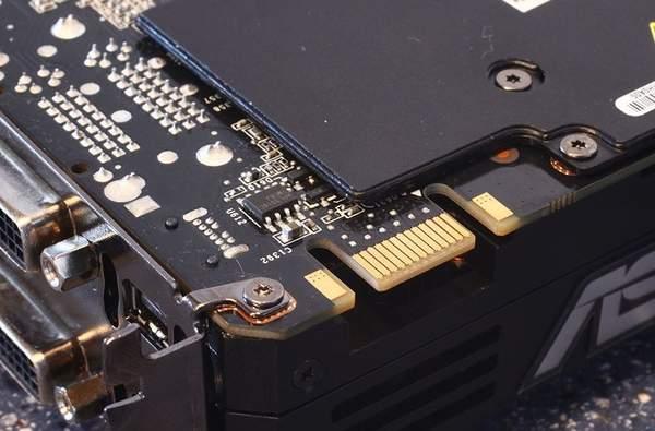 Интерфейс SLI для подключения второй GeForce GTX 590